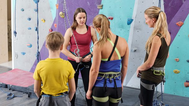 young-climbing-instructor-consulting-group-of-EK96WVS.jpg